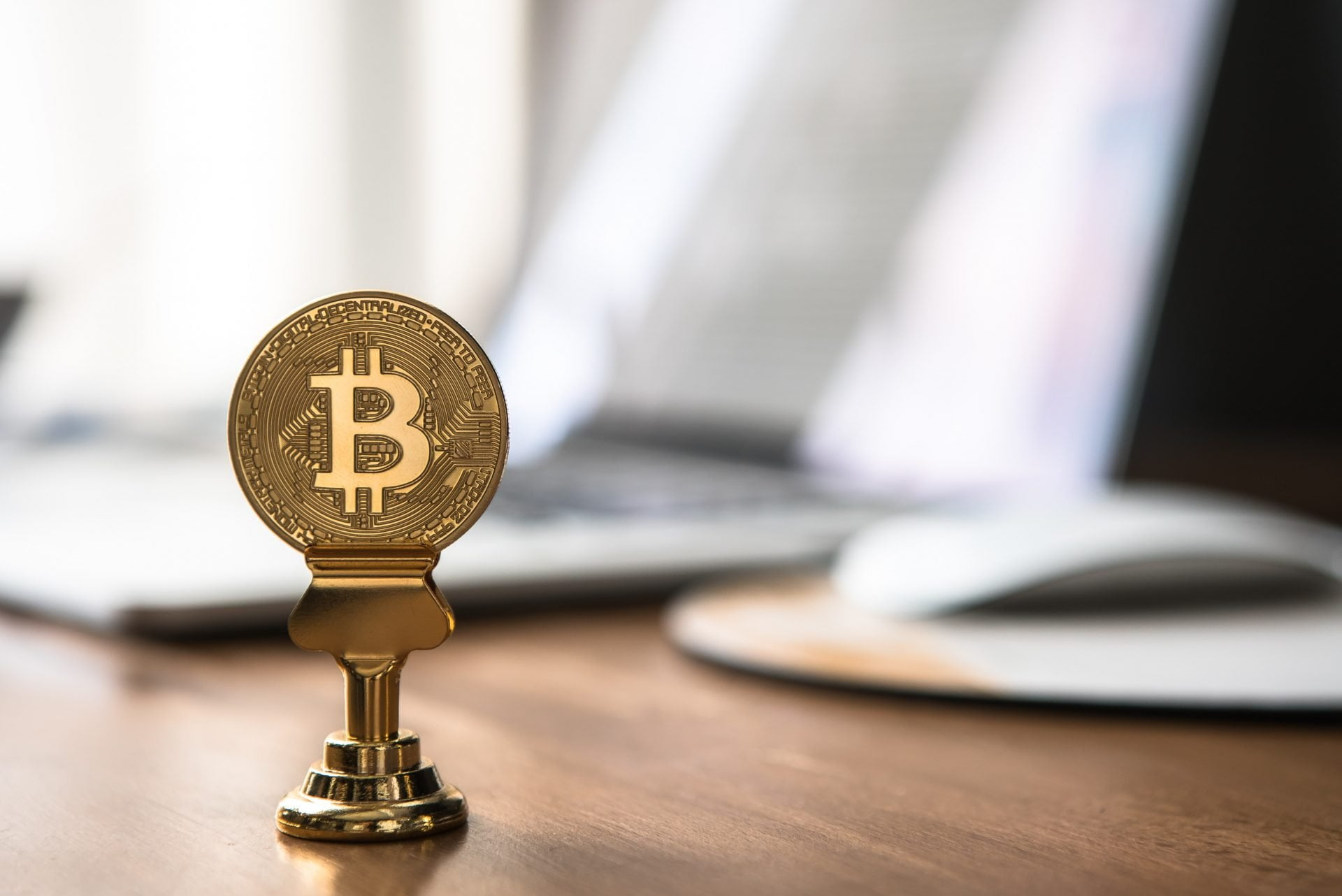 HODL: Bitcoin Investors Hold Their Coins Longer Than Ethereum Holders 28