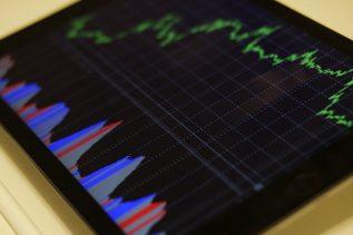 Uniswap Retakes DeFi Top Spot as Rival Platform Suffers 12